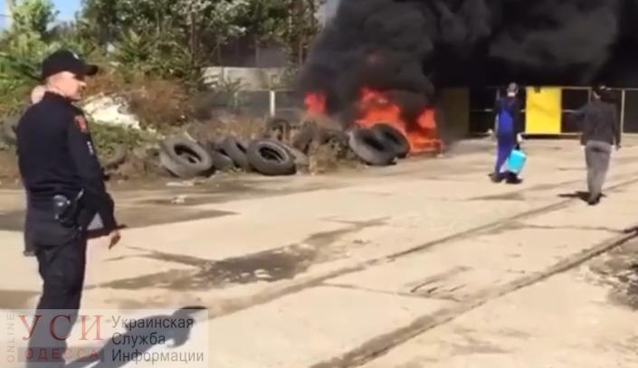 Пересыпь заволокло черным дымом из-за пожара (видео) «фото»
