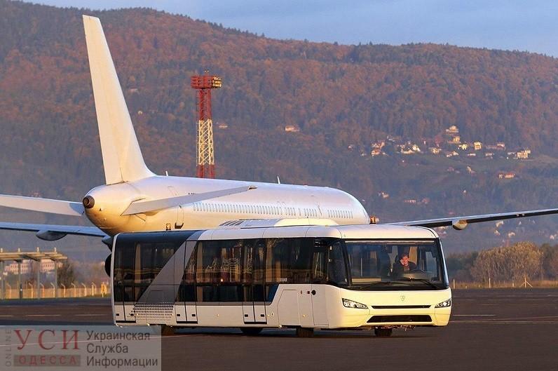 Киевская компания поставит в аэропорт Одессы три перронных автобуса за 55 миллионов «фото»