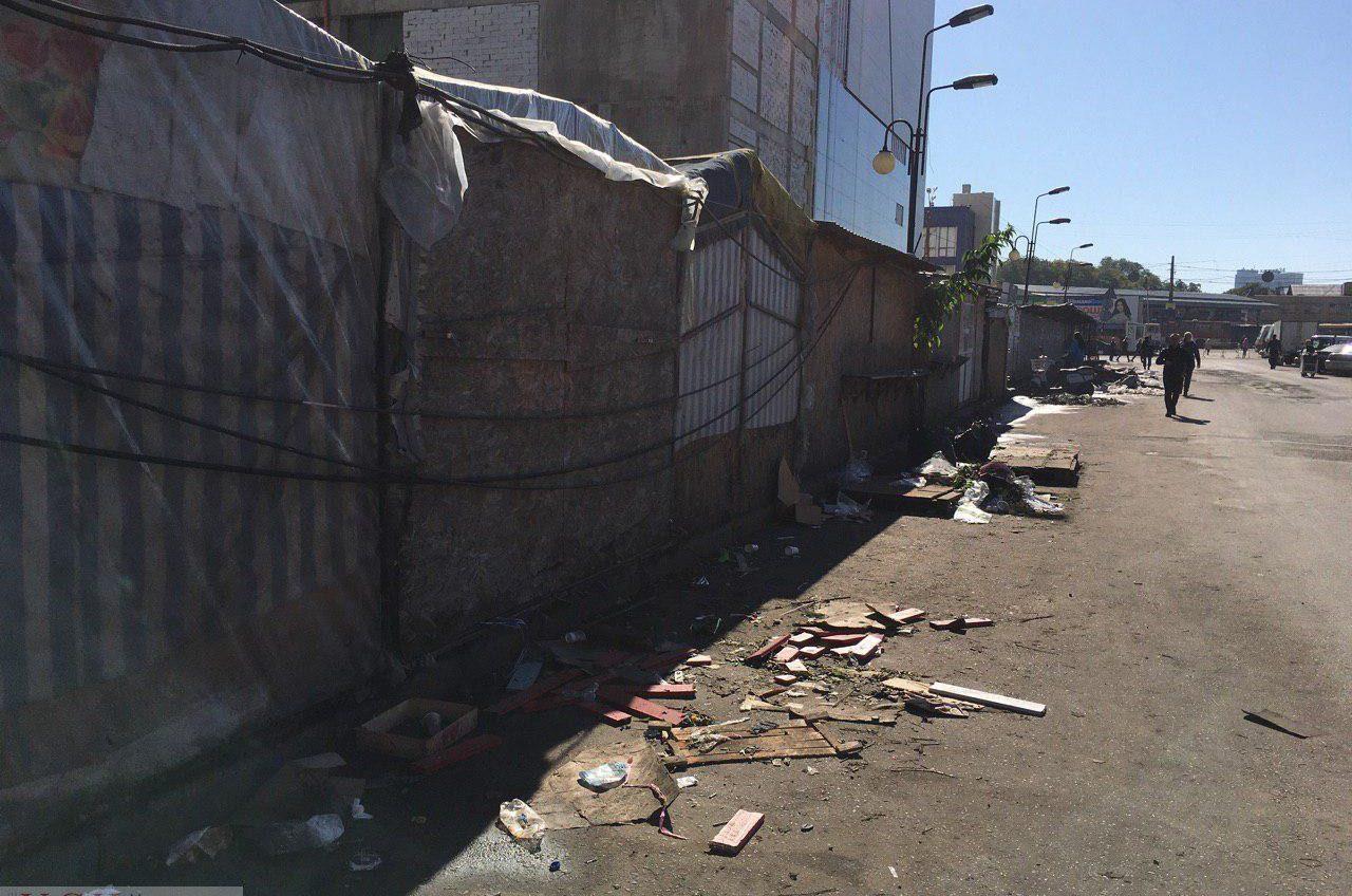 Екатерининскую возле Привоза зачистили от «цветочников», мэрия не в курсе (фото) «фото»