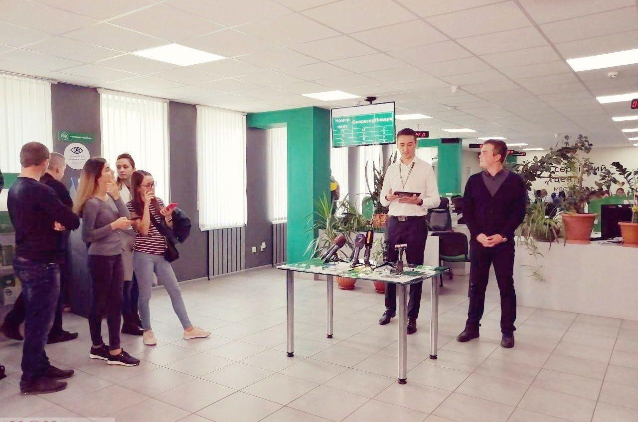 В одесском центре МВД начали использовать планшеты для сурдоперевода «фото»