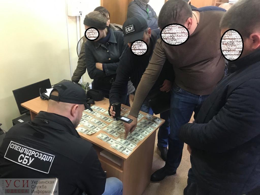 СБУ задержала в Одессе чиновника исполнительной службы на взятке за снятие ареста с автомобиля (фото) «фото»