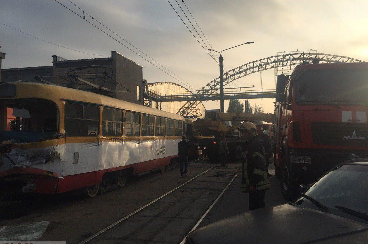 ДТП возле «Одессакабеля»: столкнулись трамвай и строительный кран — есть пострадавшие (фото) «фото»