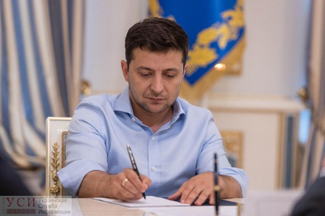 Больше не прогуляешь: Зеленский подписал закон о штрафах депутатам-прогульщикам «фото»