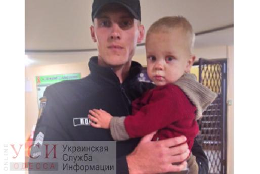 На площади Толбухина нашли маленького мальчика — полиция ищет родителей ОБНОВЛЕНО «фото»