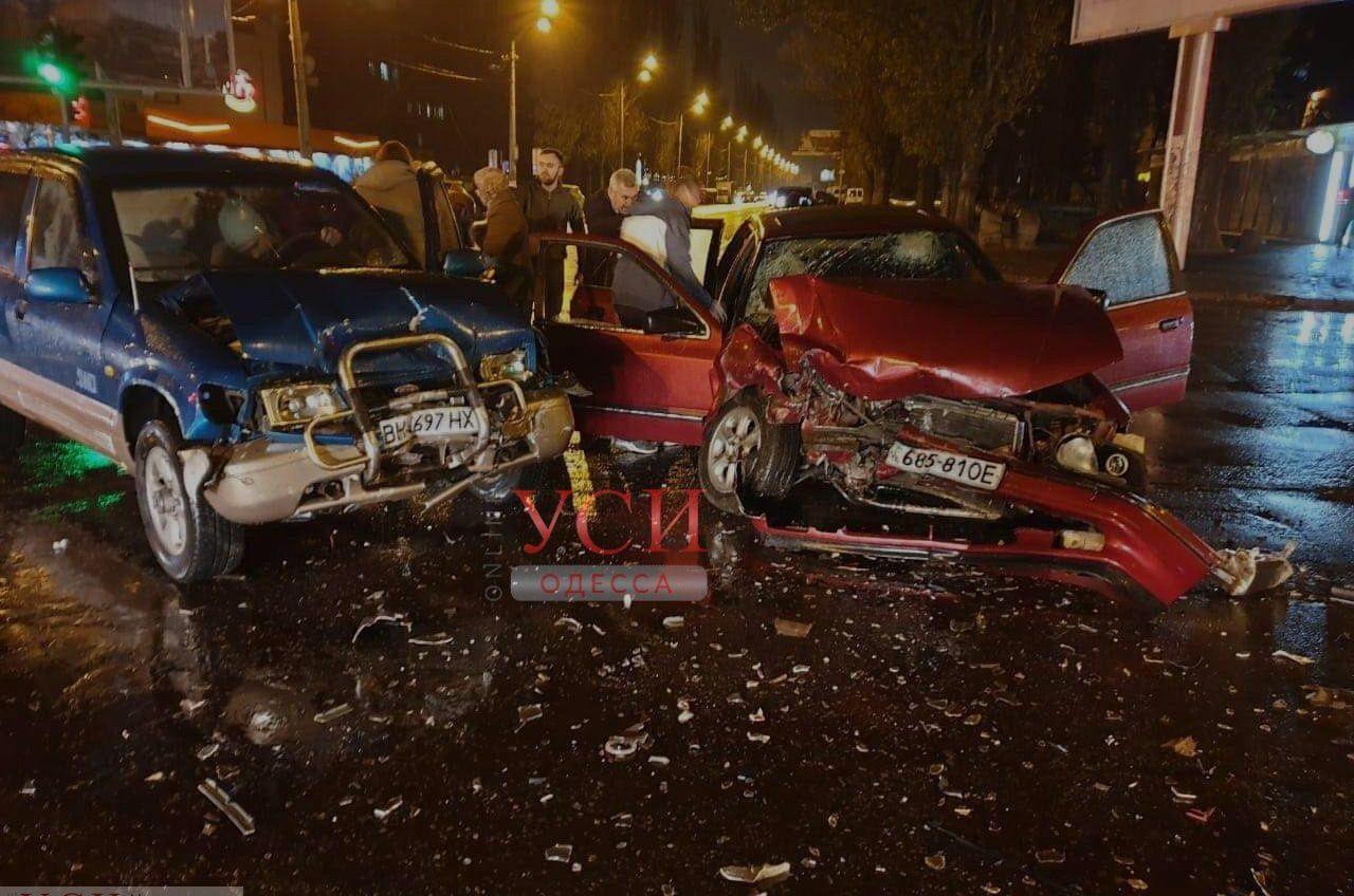 Жесткая авария на Черемушках: две машины разбились «всмятку» (фото) «фото»