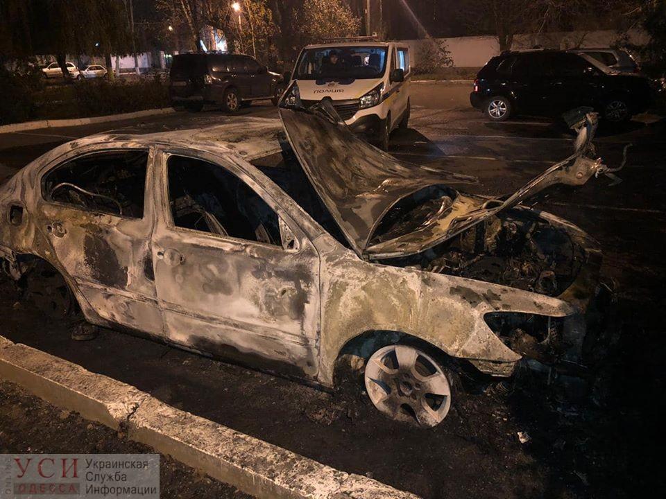 Неизвестные сожгли автомобиль главы Одесской таможни (фото, видео) «фото»