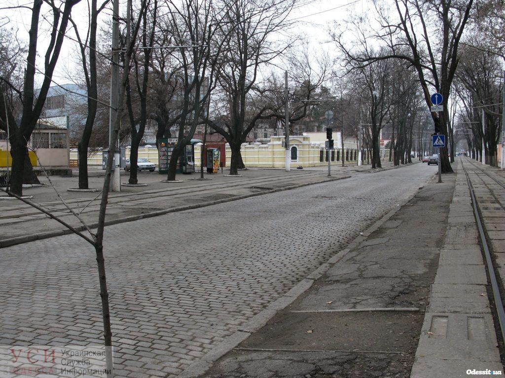 Коммунальщики передумали переходить на ручную уборку улиц, как 19 веке: выяснилось, что техника не портит брусчатку «фото»