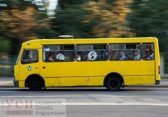 Иностранный студент выпал из маршрутки в Одессе: водитель продолжил движение, не оказав помощи пострадавшему (видео) «фото»