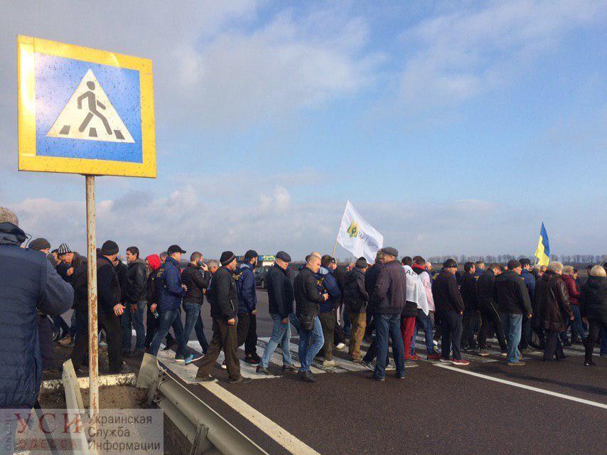 Протестующие перекрыли трассу Киев-Одесса: они выступают против продажи земли (прямая трансляция, фото) «фото»