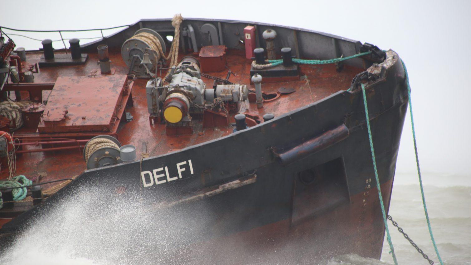 На борту терпящего бедствие у пляжа Одессы «серого» танкера – трое людей без воды, еды и электричества, но они отказываются от спасения (фото) ОБНОВЛЕНО «фото»