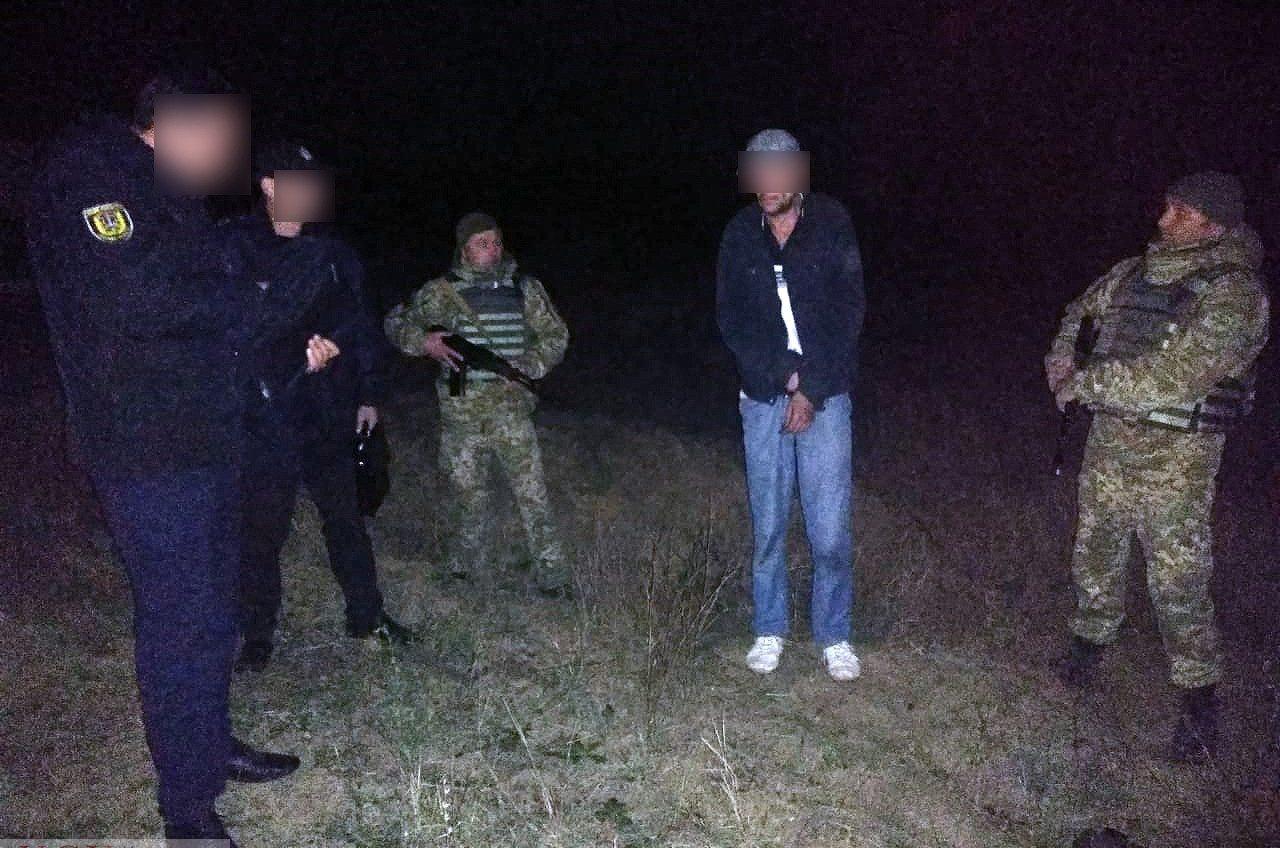 На границе с Молдовой уголовник напал на пограничника с ножом (фото) «фото»