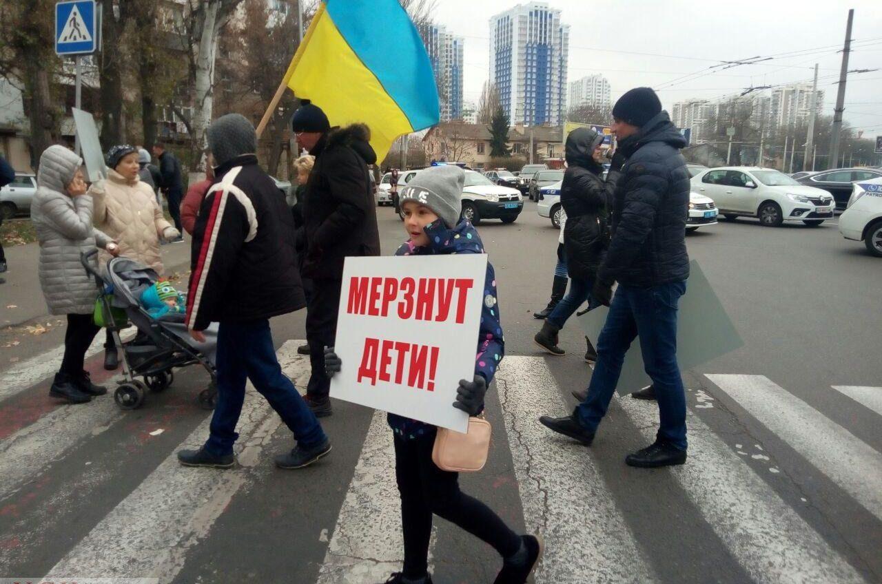 Одесситы перекрыли движение на площади Толбухина из-за отсутствия отопления (фото) ОБНОВЛЕНО «фото»