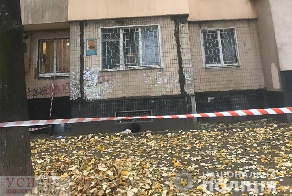 Пожилой мужчина выпрыгнул из окна на 9-м этаже на поселке Котовского «фото»