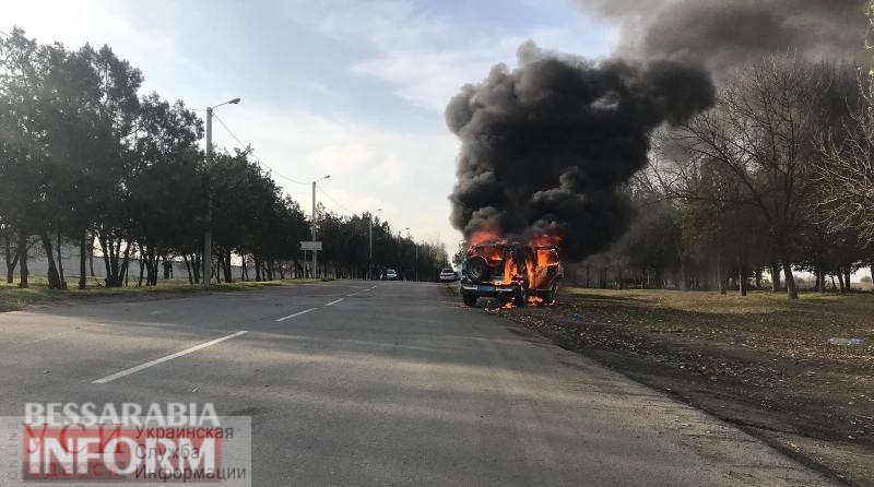 Не доехали на задержание: в Измаиле на ходу загорелся автомобиль полицейских (фото) «фото»