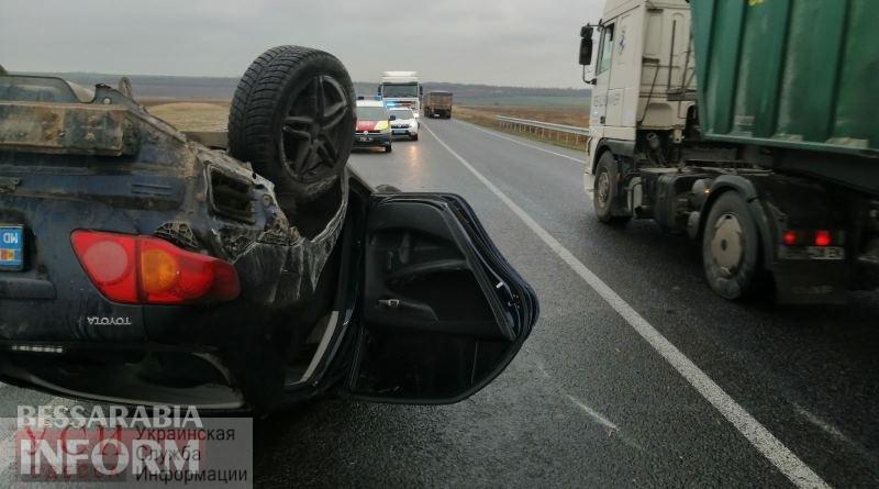 Иностранцы перевернулись на машине в Арцизском районе (фото) «фото»