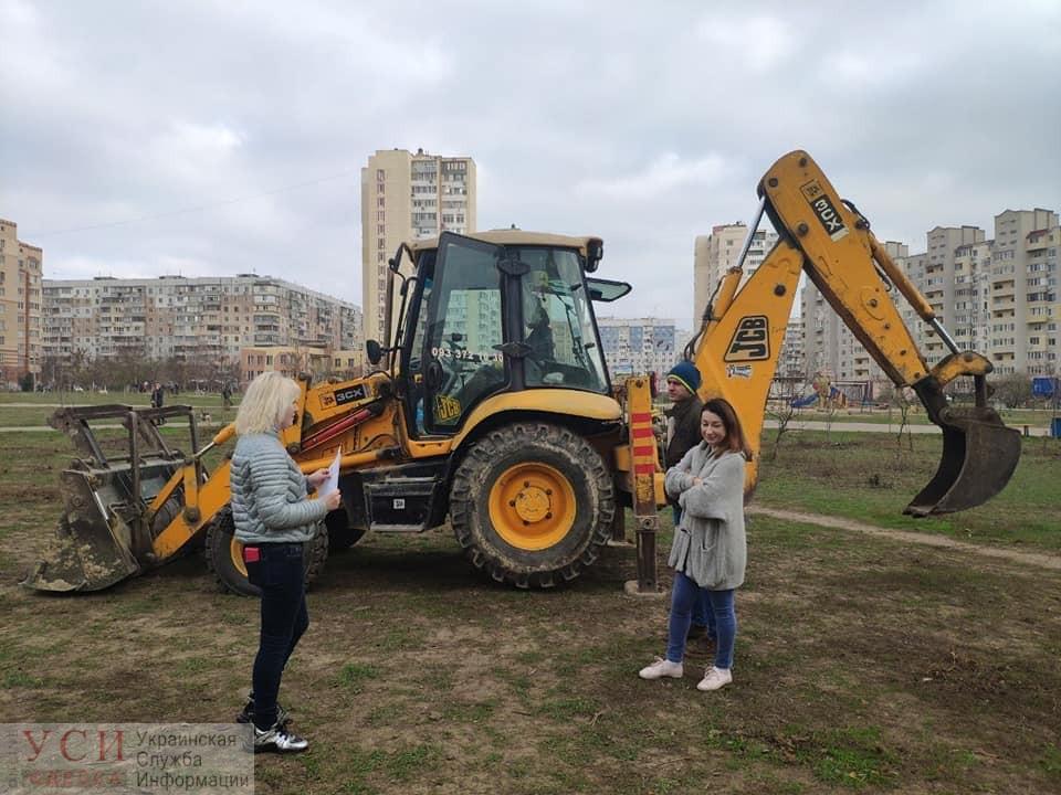 На территории парка Энтузиастов пытались незаконно установить детскую площадку (документ) «фото»
