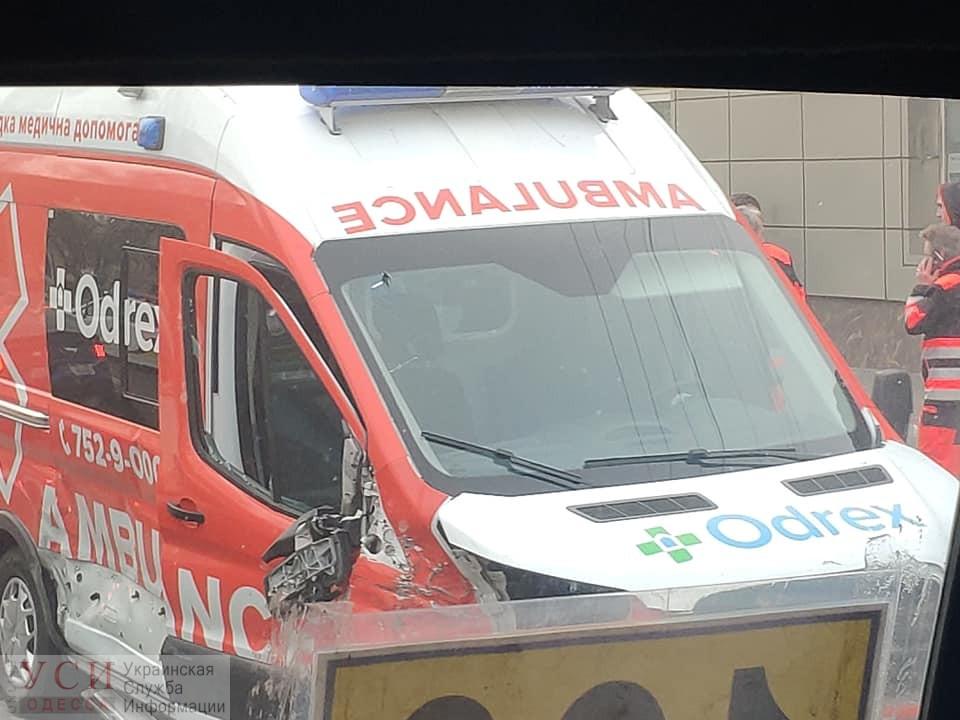 Карета «скорой» попала в ДТП на Николаевской дороге (фото) «фото»
