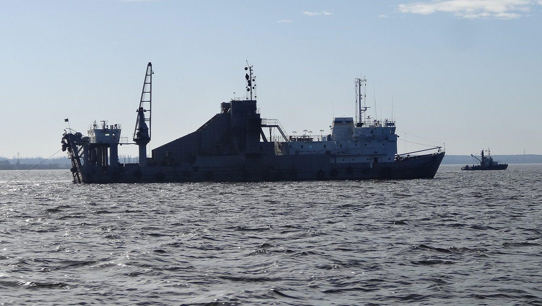 Земснаряд начал расчищать занесенные после штормов участки акватории Белгород-Днестровского порта «фото»