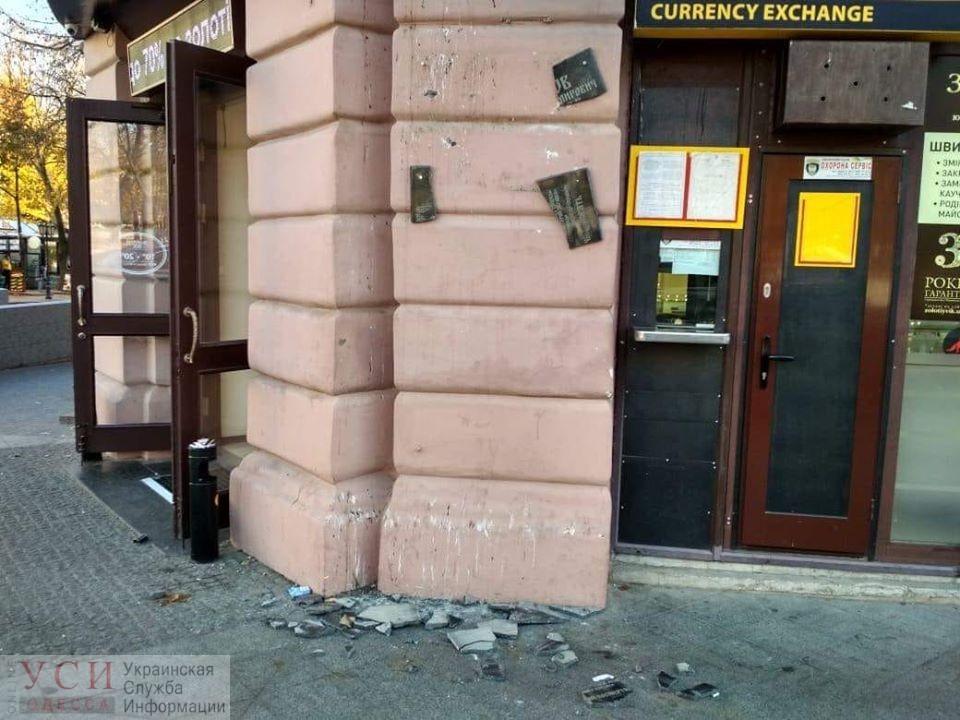 Неизвестные разбили мемориальную доску погибшему евромайдановцу в Одессе (фото) «фото»