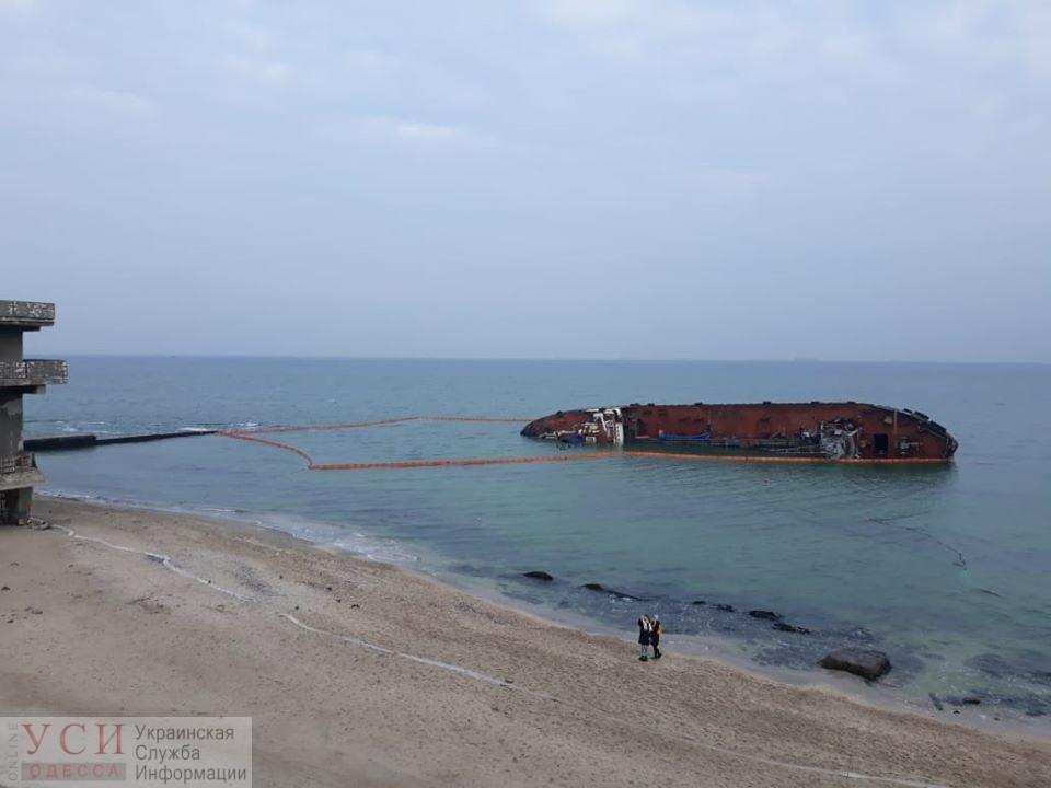 Танкер «Delfi» оградили бонами — водолазы проводят внешнее обследование судна (фото) «фото»