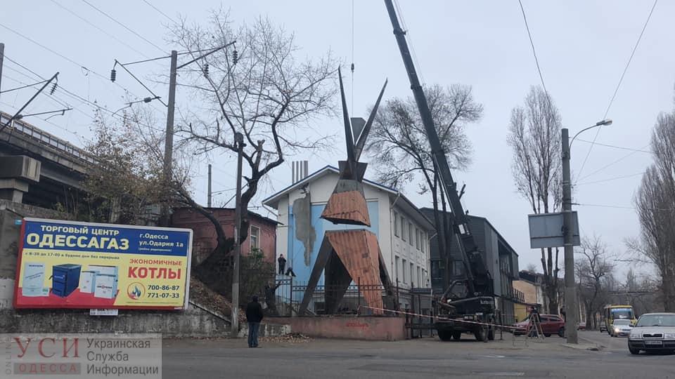 Художник Александр Милов установил стальную 13-метровую «Агонь-Бабу» на Приморской (фото) «фото»