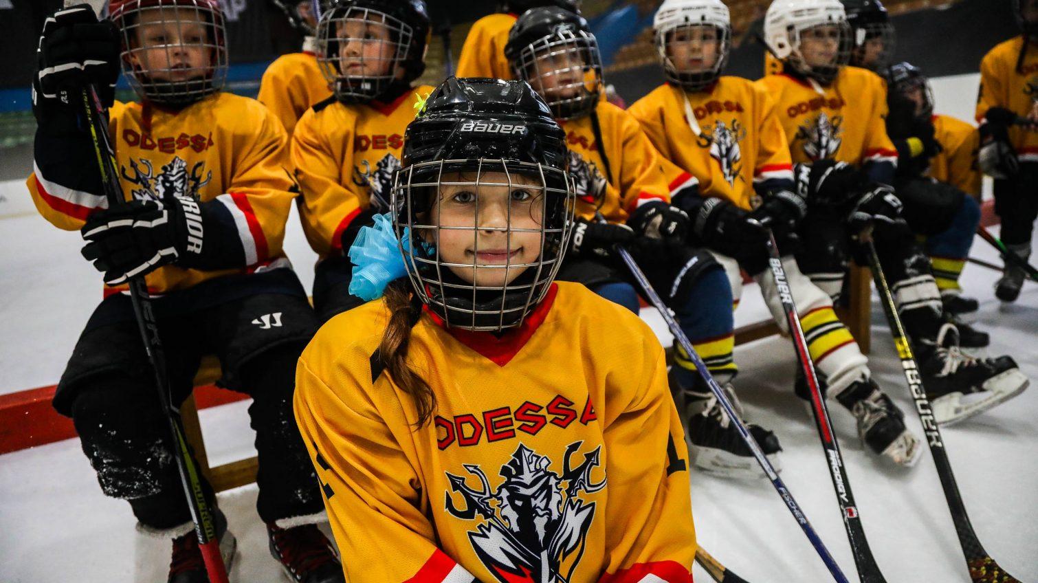 Пять команд юных хоккеистов разыграли «Золотую шайбу» в одесском Дворце спорта (фото) «фото»