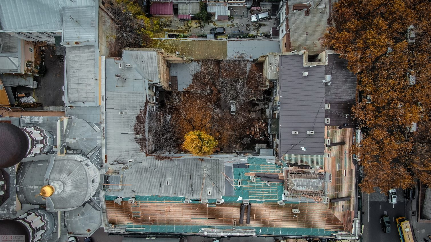 Протекающая крыша и полная квартира песка: как проходит реставрация памятника архитектуры в центре Одессы (фото, видео) «фото»