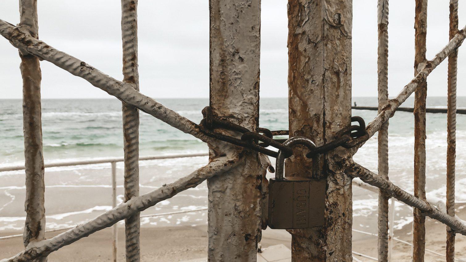 Владимир Зеленский подписал закон, который запрещает ставить заборы и ограждения перед пляжами «фото»