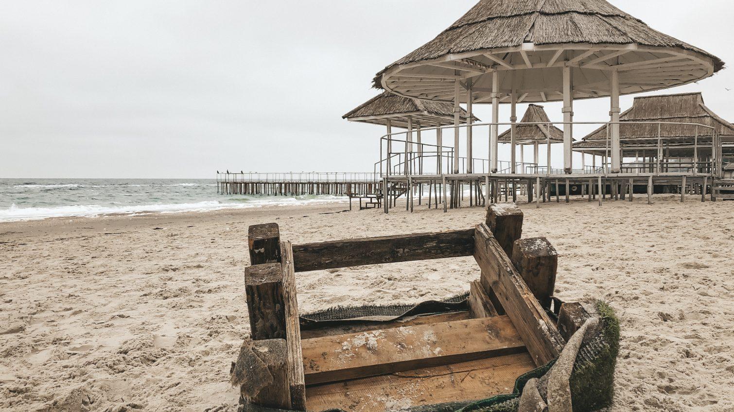Арматура вместо пальм: что после себя оставляют арендаторы одесского побережья (фоторепортаж) «фото»