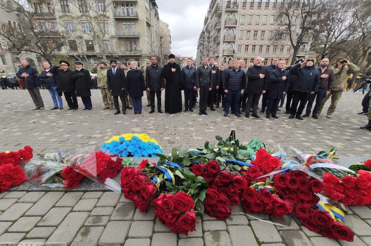 Помнить: в День Достоинства и Свободы одесситы возложили цветы в память о героях (фото) «фото»