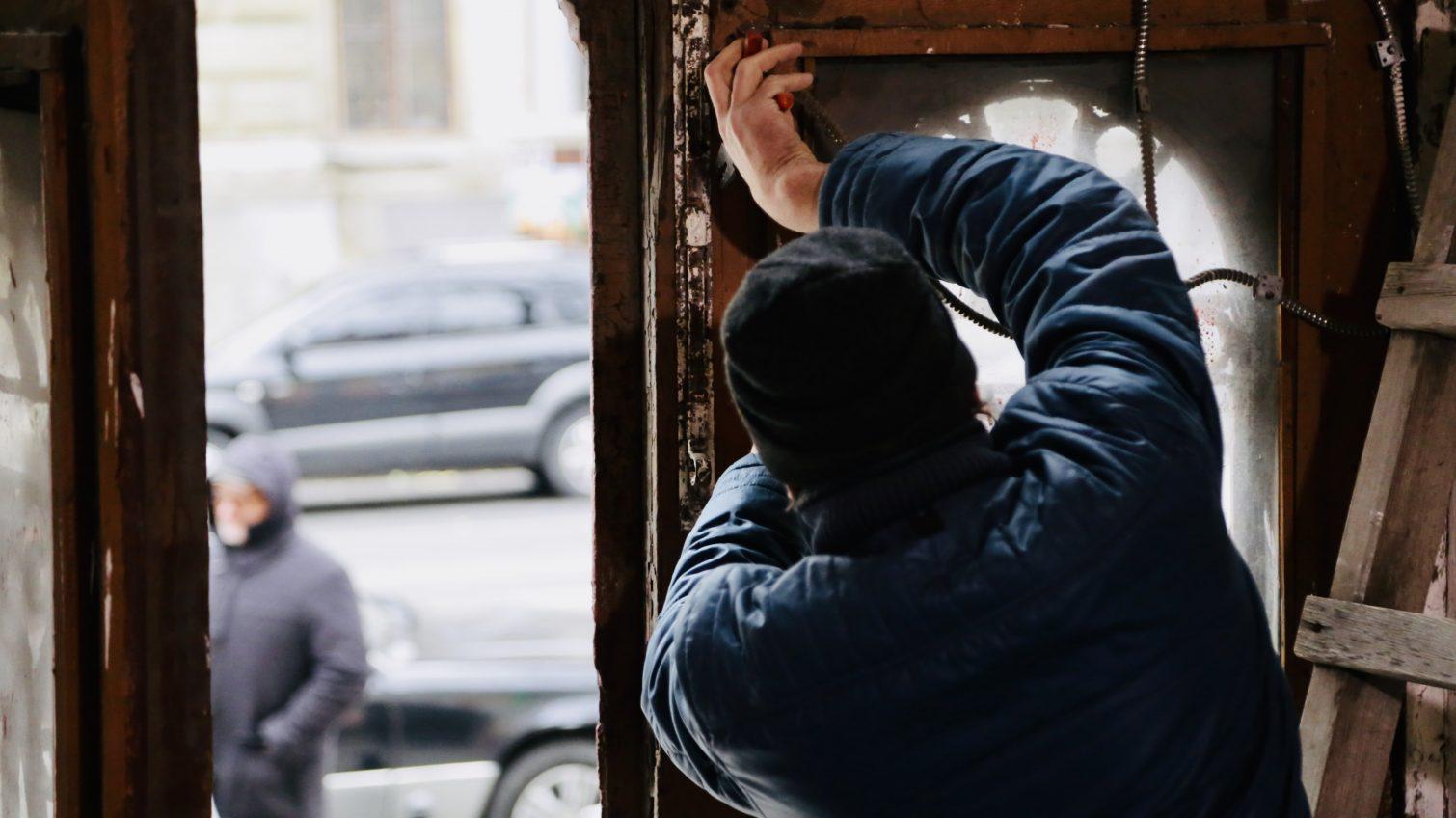 Мэрия VS одесситы: борьба за реставрацию старинных дверей и колоссальная разница в суммах затрат (фото) «фото»
