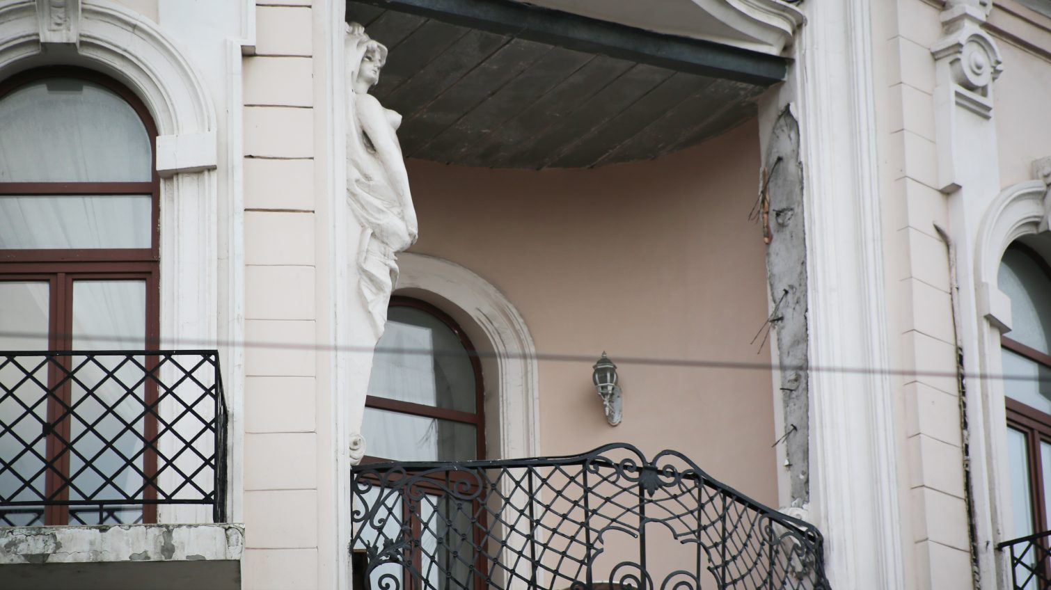 Исчезла скульптура атланта с дома в центре Одессы (фото) «фото»