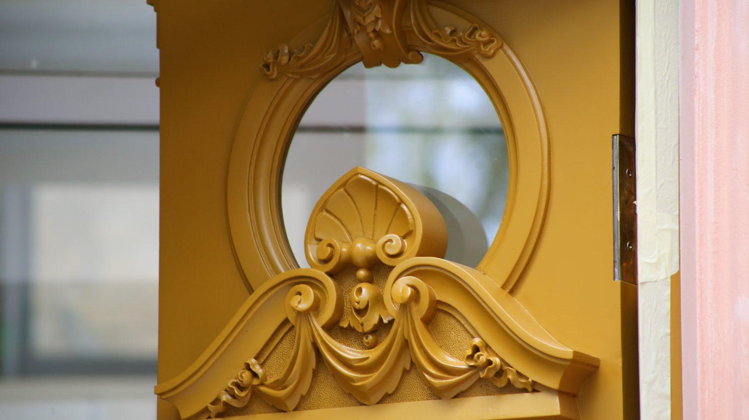 В Одессе вернули первую из отреставрированных дверей (фото) «фото»