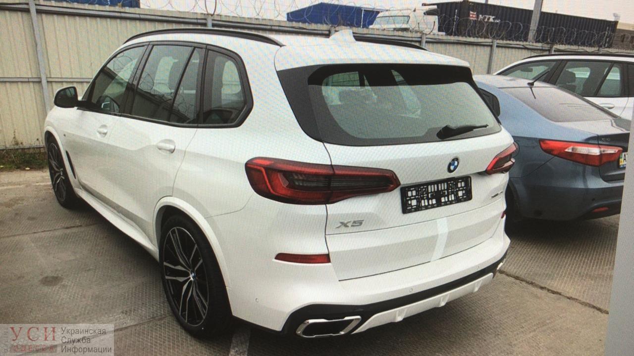 На Одесской таможне пресекли ввоз четырех BMW без оплаты пошлины: не исключена связь с поджогом авто главы таможни «фото»