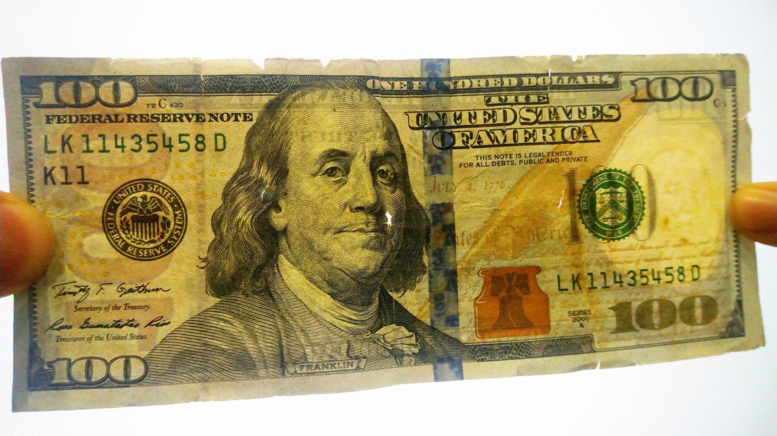 Как УСИ меняла «некондиционные» гривны и доллары: размен в магазине, а когда нужно идти в банк? «фото»