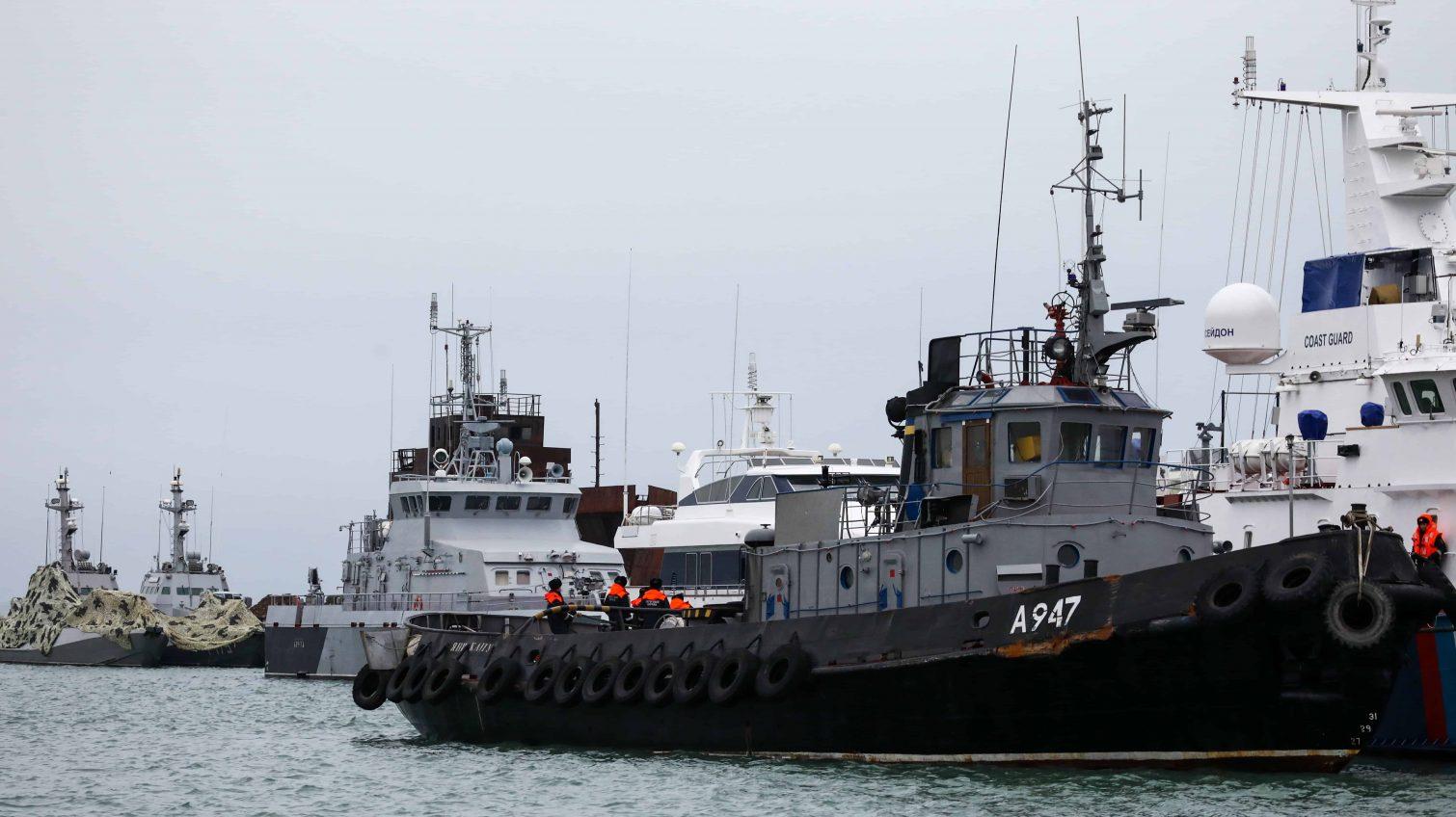 Украинские буксиры прибыли в Крым, чтобы вернуть захваченные РФ военные катера «фото»
