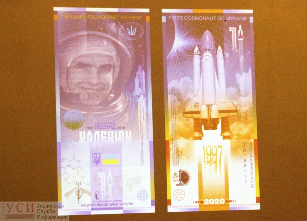 В декабре Нацбанк выпустит памятную банкноту необычного дизайна – «вертикальную» «фото»