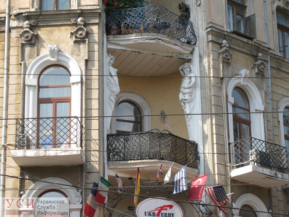 Скульптура атланта, которая обрушилась с дома в центре Одессы, была копией (фото) «фото»
