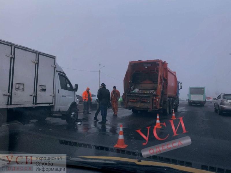 ДТП с грузовиком и мусоровозом возле «Эпицентра» создало масштабную пробку на подъезде к Одессе (фото) ОБНОВЛЕНО «фото»