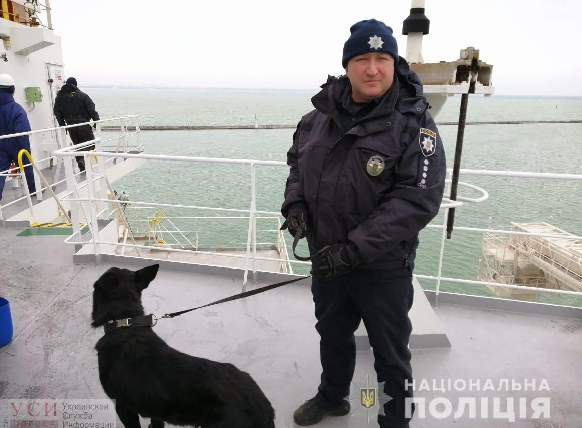 Полиция искала бомбу на контейнеровозе в Одесском порту (фото, видео) «фото»