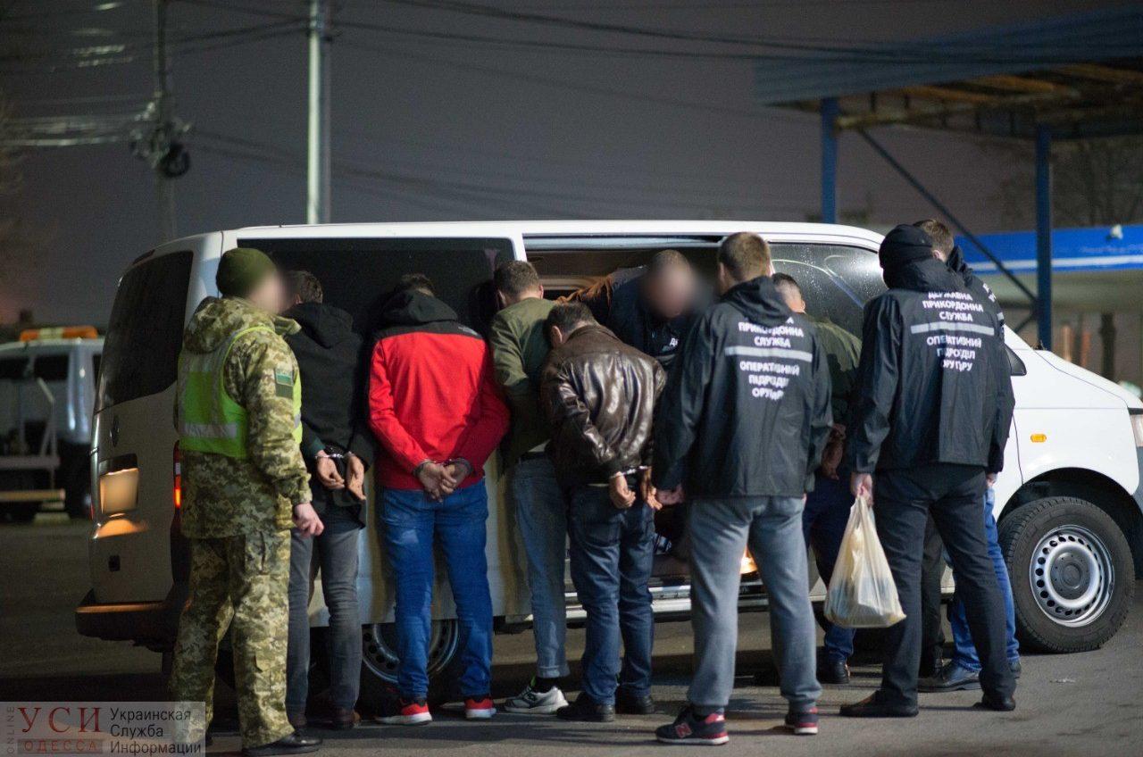 В Одессе повторно задержали перевозчика нелегалов в ЕС: после первой судимости в октябре он продолжил незаконный бизнес (видео) «фото»