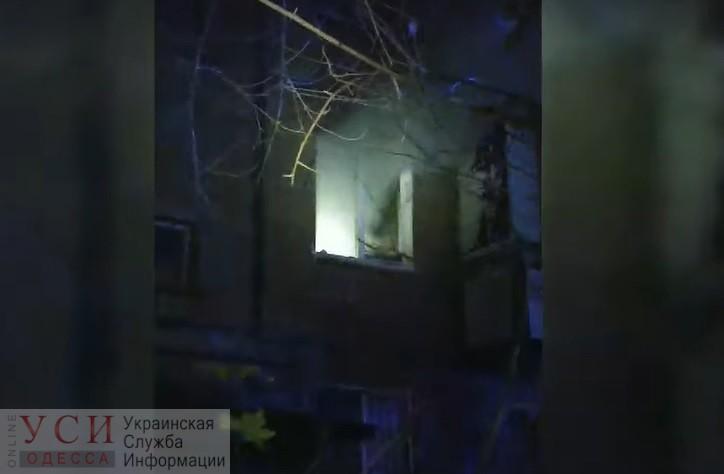 Одесские патрульные спасли женщину из горящей квартиры «фото»