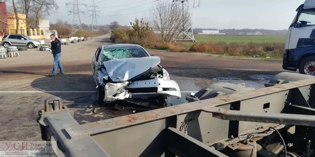 Авария на Объездной дороге: грузовик столкнулся с иномаркой, есть пострадавший (фото) «фото»