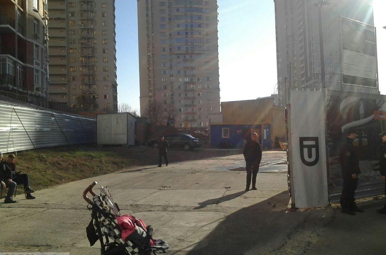Конфликт на Гагаринском плато: одесситы снова перекрыли въезд на стройку (документ) «фото»