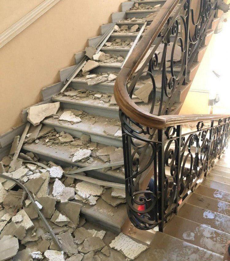 Момент обрушения потолка в здании одесской полиции опубликовали в соцсетях (видео) «фото»