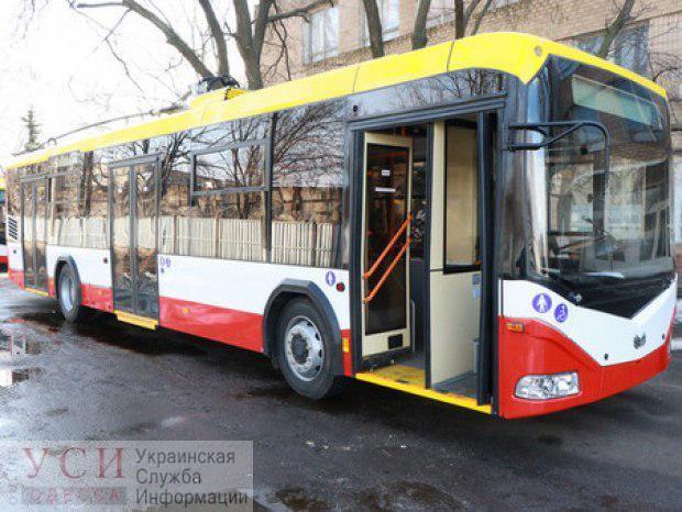 Полиция и оперативники штурмовали 10-й троллейбус и задержали наркокурьеров «фото»