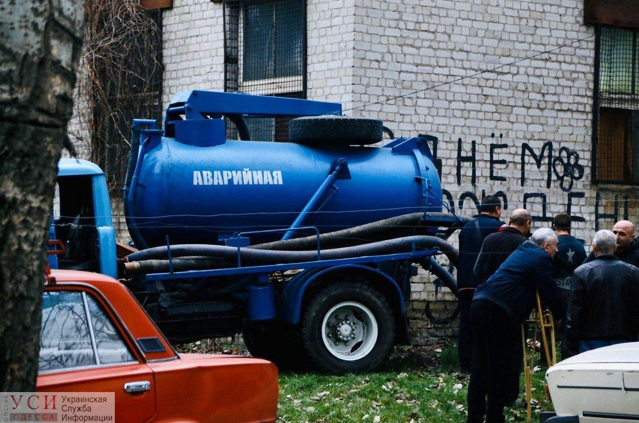 Жизнь в зоне затопления: текущие трубы на Известковой оказались «ничейными» (фото) «фото»