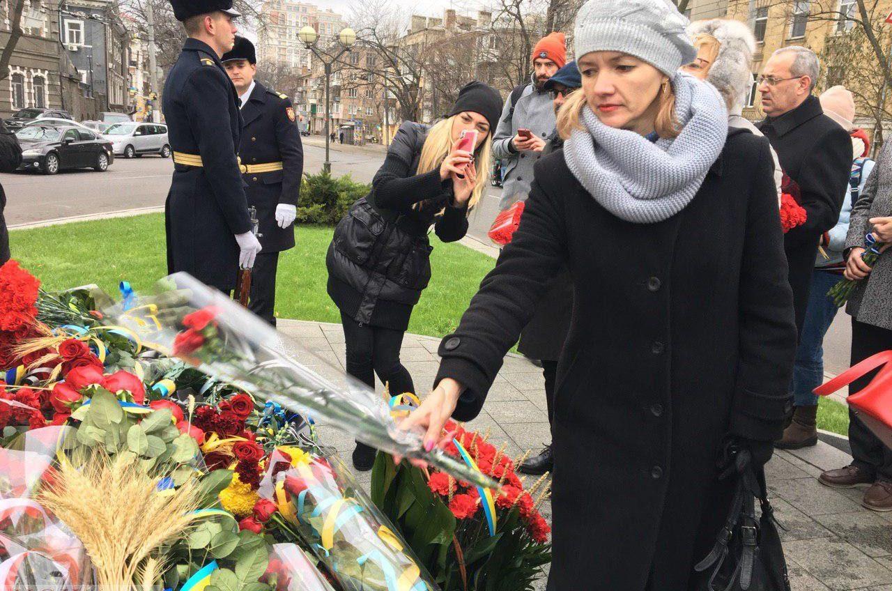 Цена жизни: одесситы почтили память погибших и жертв Голодомора в Украине (фото) «фото»