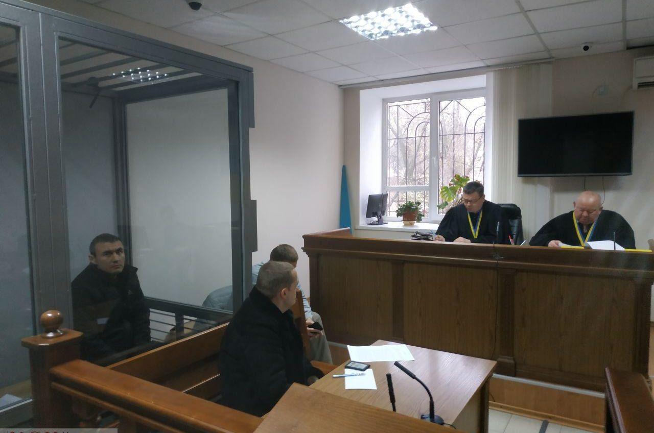 Суд так и не начал рассмотрение дела о покушении на Стерненко, но нападавшему продлили арест (фото) «фото»