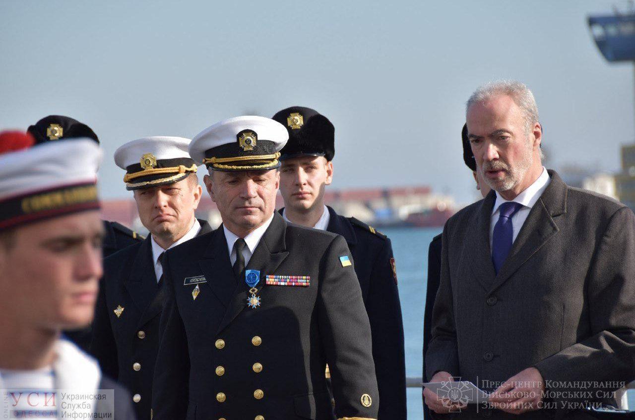 Командующего Военно-морскими силами Украины наградили орденом «За заслуги» на борту французского корвета (фото) «фото»